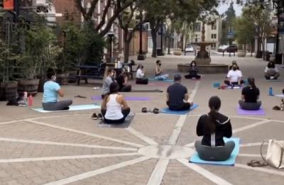 Free Outdoor Yoga in DTSA