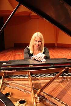 Alison Edwards, piano